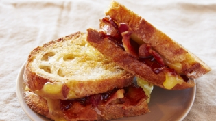 Grilled cheese with bacon and strawberry jam